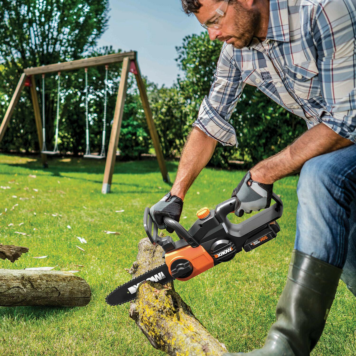 Cordless Chainsaw with Auto-Tension Battery charger